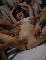 ロリな伊藤青葉ちゃんを鬼畜の二穴同時挿入!大絶叫するロリータ青葉ちゃん目掛けて、集団ぶっかけ。青葉ちゃんのお顔はザーメン塗れ。