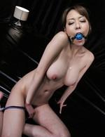 セクシーなブラ&TバックのFカップ爆乳奥様朝桐光さんをボールギャグで拘束プレイ。敏感なおマンコを電マ責めで、何度も大噴射!