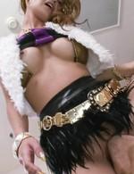 イケイケ巨乳&黒ギャル宮川れいちゃんが、おマンコでおもてなし。ご奉仕フェラからバックで生挿入!背面騎乗位でイキまくる!