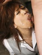 拉致された美人OL宮澤ケイトちゃん。強制イラマチオから、連続口内射精で、顔中ザーメンまみれのケイトちゃん。