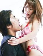 ブラを外されると、その大きなお乳とデカ乳輪がボヨヨ~ンの愛葉渚ちゃんが登場。電マ責めされると、ビラビラをヒクヒクと痙攣させ激エロ。