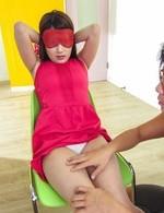 美巨乳クォーターギャル綾瀬ルナが目隠し拘束プレイ!玩具責めでイクイクとイキまくり、指マン責めで大放尿昇天!