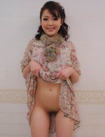Tomoka Sakurai Asian shows nude cunt and gets phallus inside it