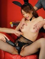 Yuu Kusunoki Asian pees under vibrator and through stockings